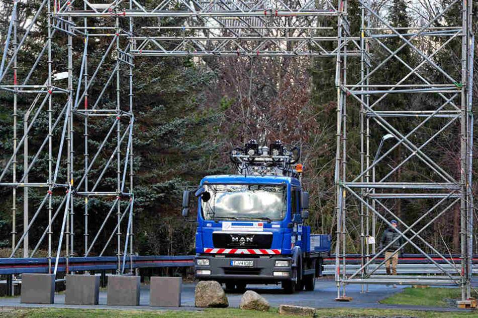 Das automatische Andrahtsystem, hier auf einem Versuchs-Lkw, wird die  Trolleybus-Welt revolutionieren.