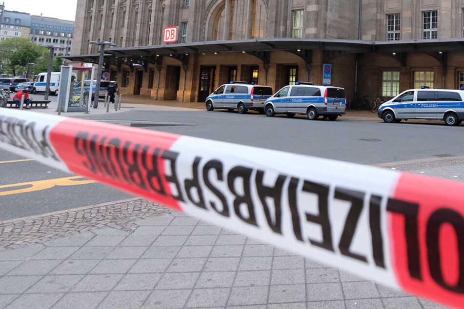 Blutbad mit drei Verletzten! Messerstecherei vorm Hauptbahnhof