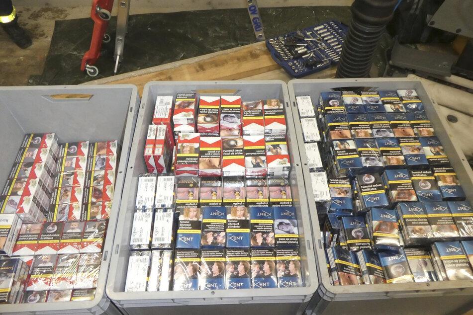 Die Beamten erhoben etwa 3500 Euro Tabaksteuer nach.