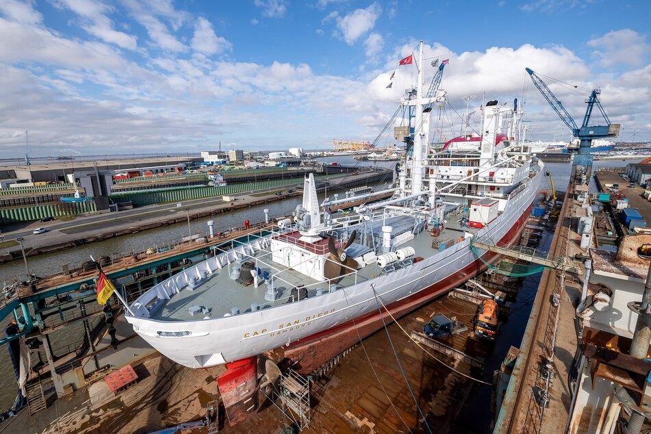 """Die """"Cap San Diego"""" lag für Bauarbeiten in der Werft Bredo Dry Docks."""
