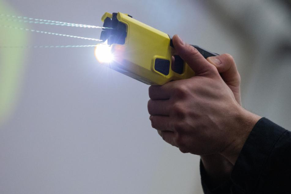 Taser in NRW erstmals erfolgreich eingesetzt: Polizei verhindert Suizid!