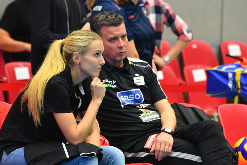 Zuspielerin Mareen blieb krankheitsbedingt nur die Zuschauerrolle. Bei den Heimspielen saß sie meist neben Chefcoach Alex Waibl.