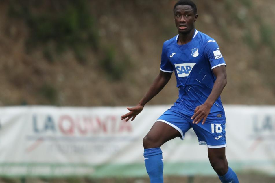 Hoffenheims DiadieSamassékou (23) ist der Meinung, dass der Kampf gegen Rassismus im Fußball nicht vorangehe.
