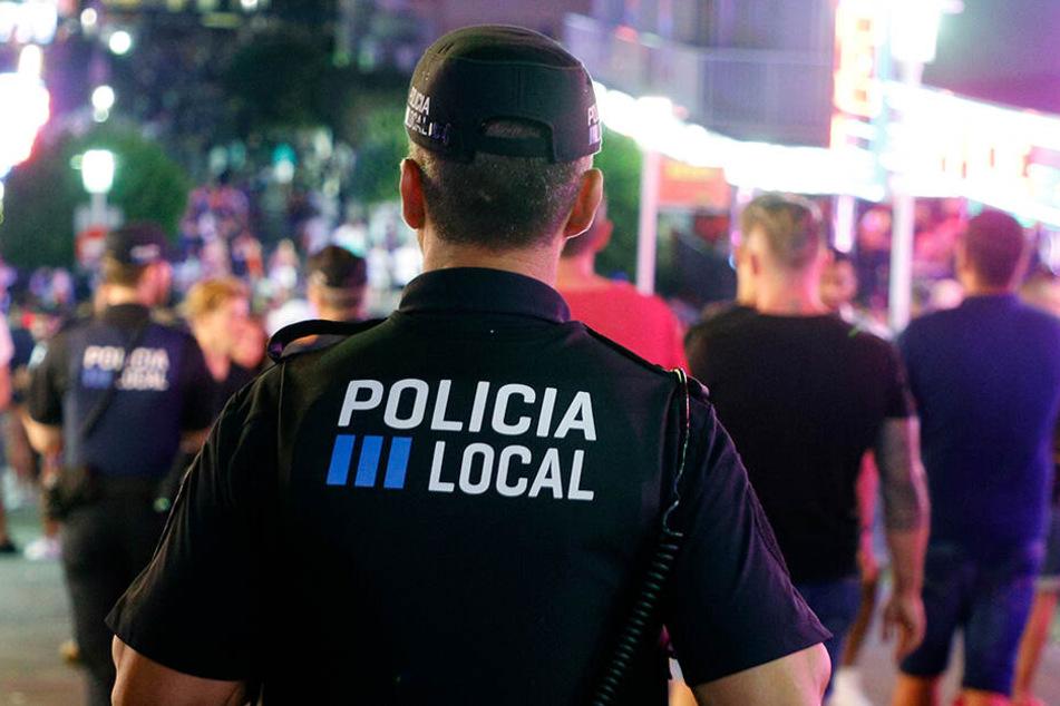 Die Polizisten konnten die mutmaßlichen Täter letztlich stellen und festnehmen. (Symbolbild)