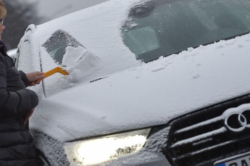 In Bayern müssen sich Autofahrer in dieser Woche auf Schnee einstellen. (Symbolbild)