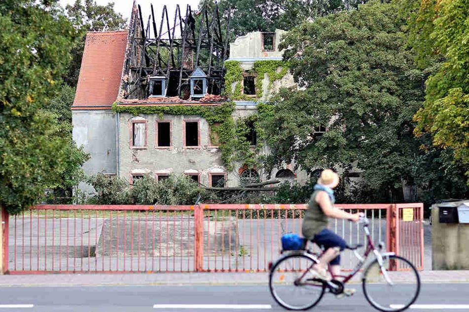 Ausgebrannt: Das Renaissance-Schloss Lossa nahm schweren Schaden. Die Brandursache ist noch unklar.