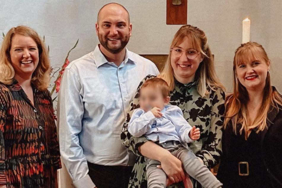 Auch Nane (31, r) war bei der Taufe dabei - sie wurde eine der Patentanten.