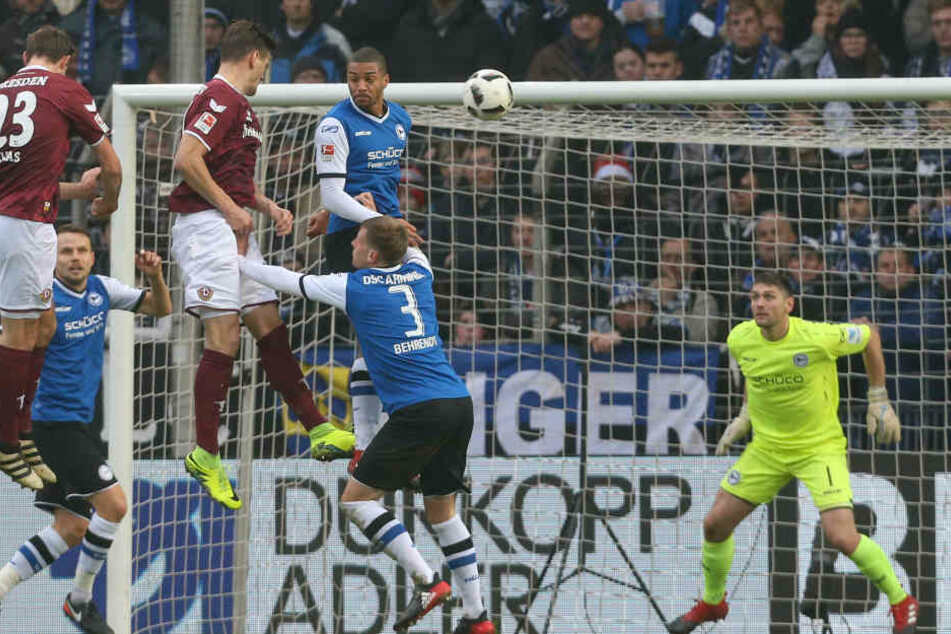 Hier köpft Stefan Kutschke das 1:0 für Dynamo.