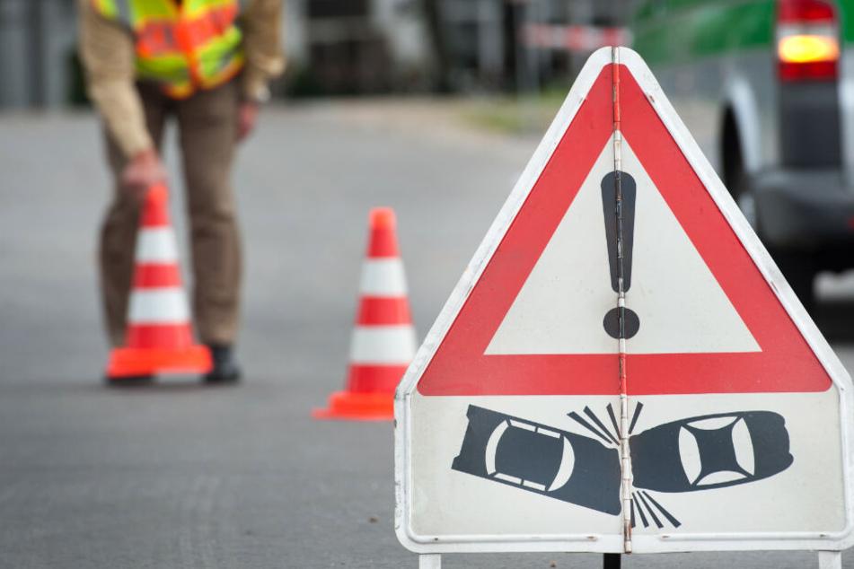 A92: Ein Stau, vier Unfälle, elf beschädigte Autos in kurzer Zeit