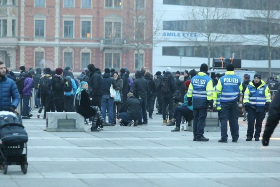 Gegen 17 Uhr sammelten sich die Demonstranten vor dem Bundesverwaltungsgericht.