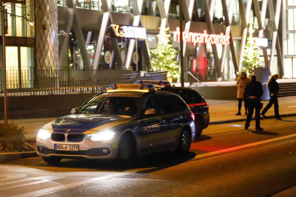 Mann mit Aktentasche auf offener Straße überfallen: mehrere Tausend Euro weg!