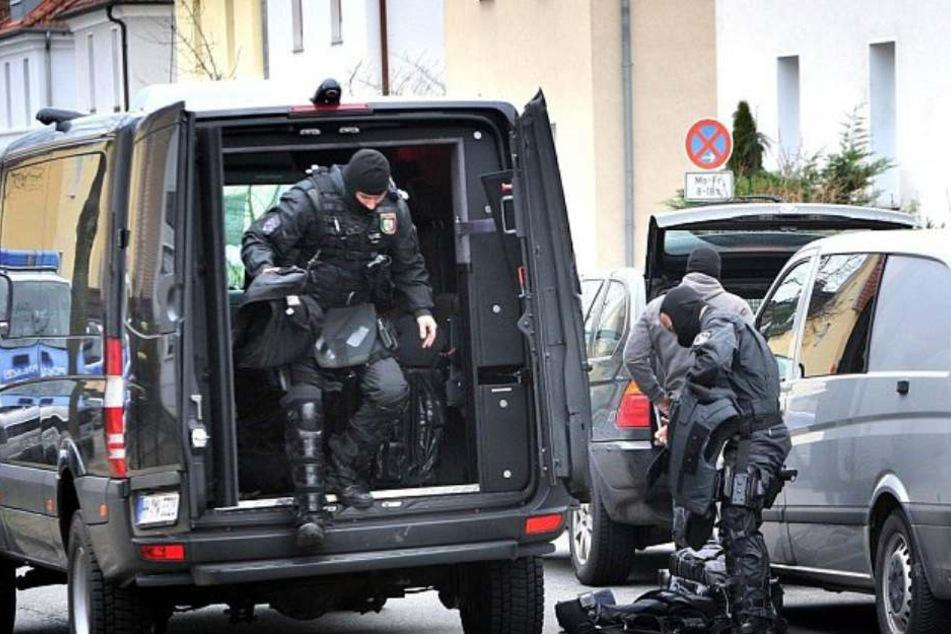 Zwei Männer nahm das SEK vor Ort fest. (Symbolbild)