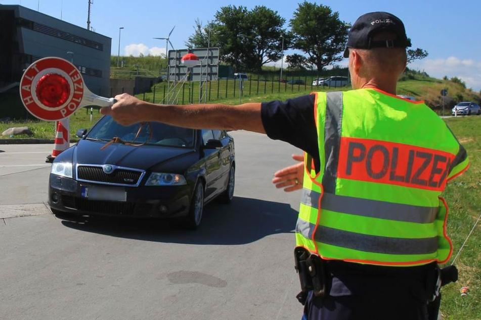 Die Zahl der Grenzkontrollen auf der A17 hat sich erhöht.