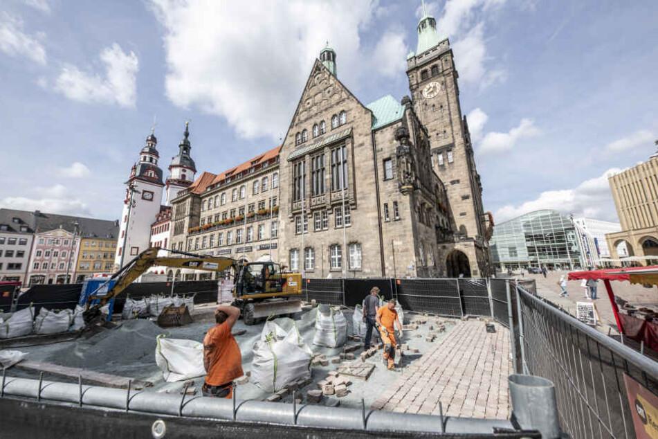 Chemnitz baggert für barrierefreien Markt