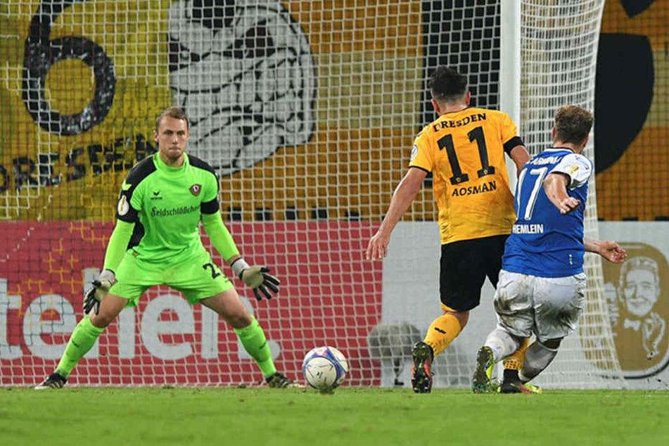 Hier trifft Christoph Helmen zum 1:0 für Bielefeld.