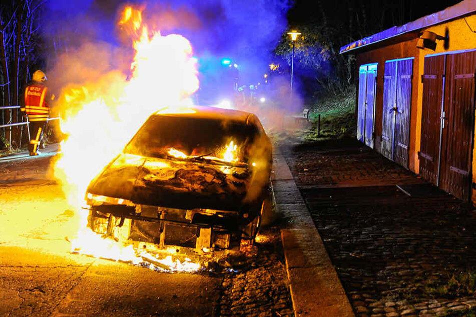 Mazda fackelt ab: Geht die Brandserie im Erzgebirge weiter?