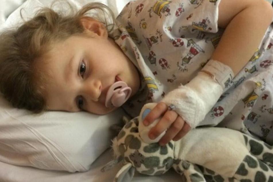 Sue Baxters schwer kranke Tochter Katie. Die Dreijährige ist an Parkinson erkrankt.