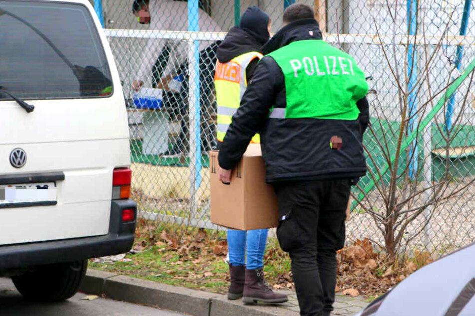 Polizist bei Großrazzia gegen Autoschieber festgenommen!