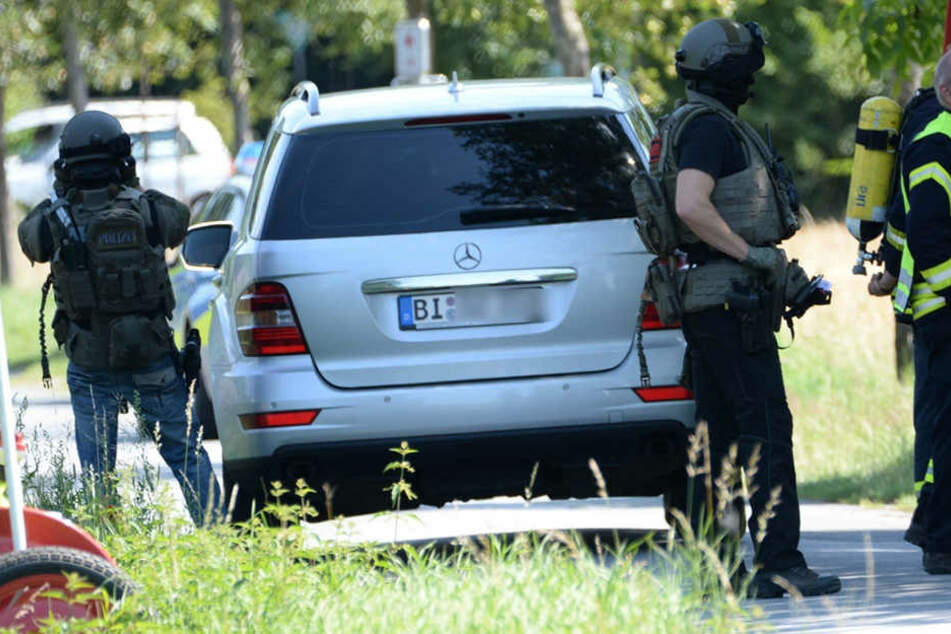 Nachdem der Mann der Polizei gedroht hatte, sich in die Luft zu sprengen, wurde das SEK hinzugezogen.