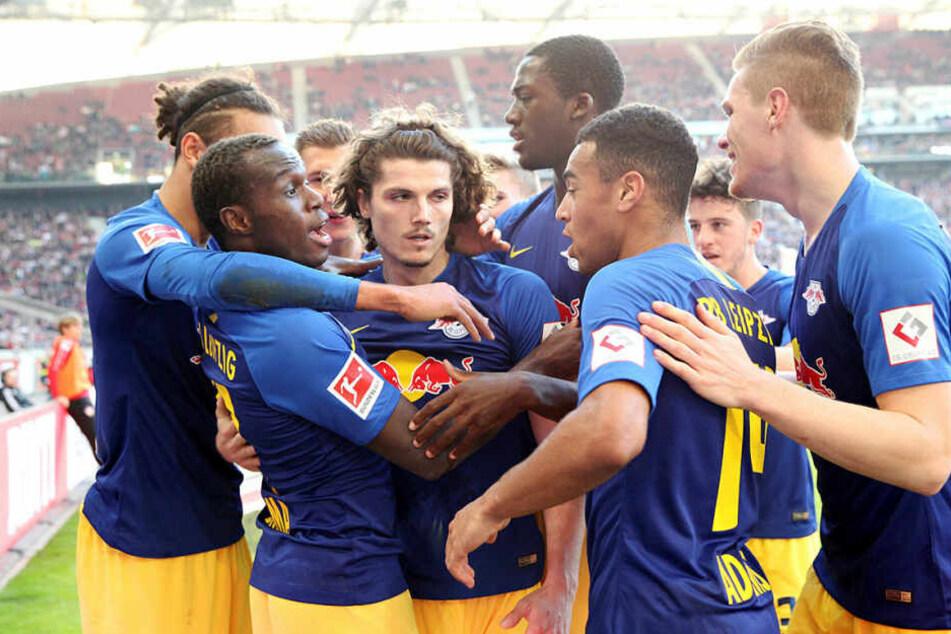 RB Leipzig schob sich mit dem dritten Auswärtssieg in Folge bis auf einen Punkt an Borussia Mönchengladbach heran.