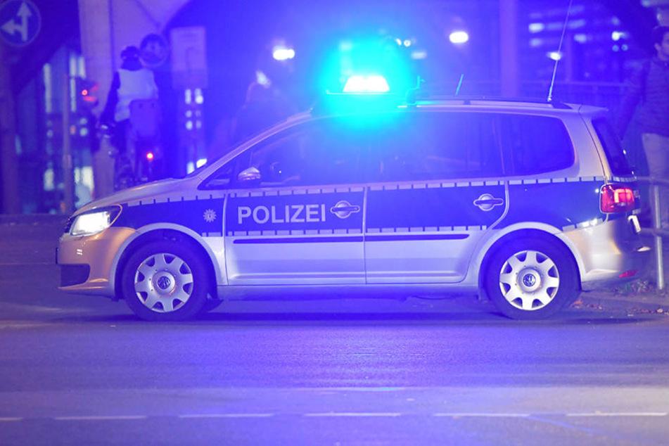 Die Polizei nahm bereits sieben Stunden zuvor einen 34-Jährigen Mann vor der Kneipe fest. (Symbolbild)