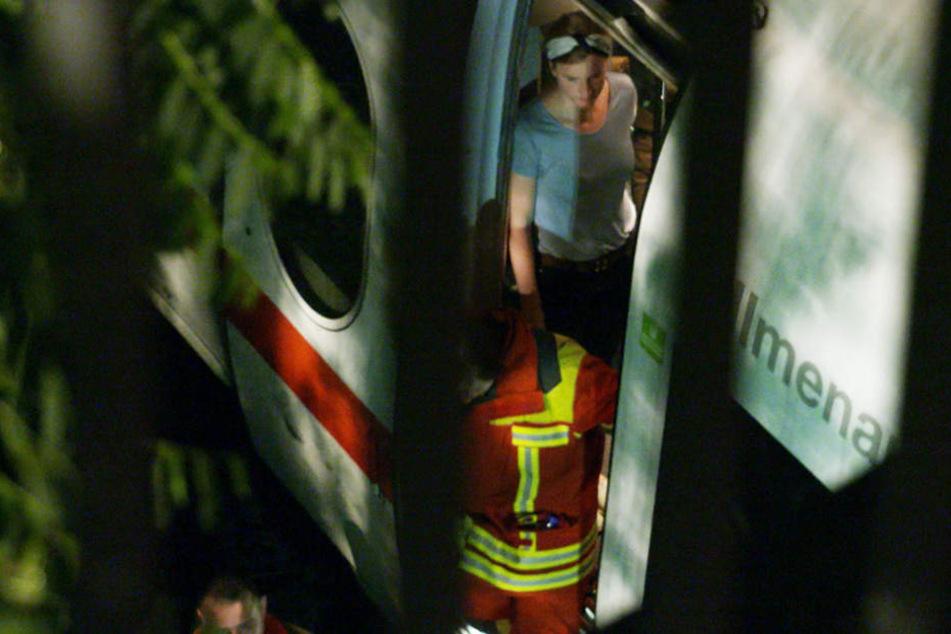 Die etwa 160 Passagiere wurden während der langen Wartezeit von Rettungskräften betreut.