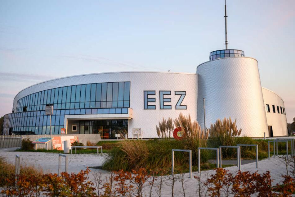 Am Hauptsitz in Aurich unterhält Enercon ein Besucherzentrums, das Energie-, Bildungs- und Erlebniszentrum (EEZ).