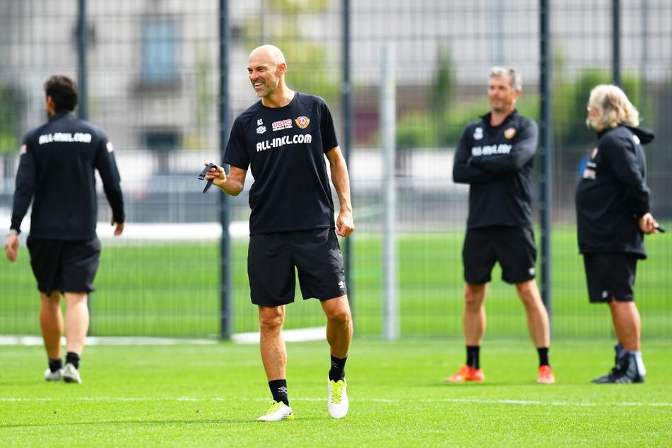 Dynamo-Coach Alexander Schmidt (52, v.) hat nach der 0:3-Pleite vor der Länderspielpause keine bleibenden mentalen Schäden bei seinem Team festgestellt.