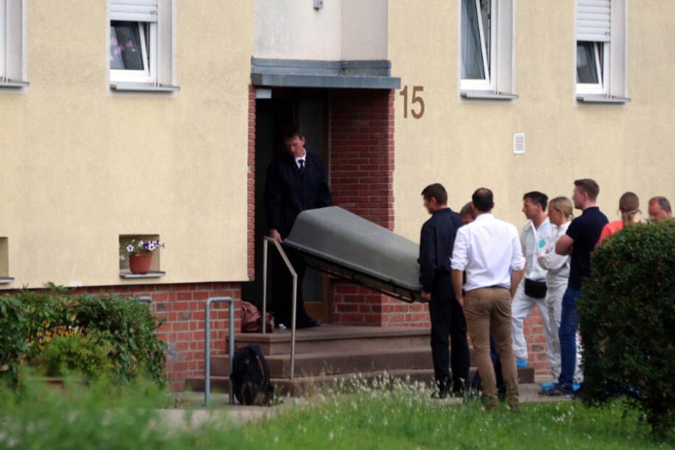 Die Frau verblutete noch am Tatort (Symbolfoto).