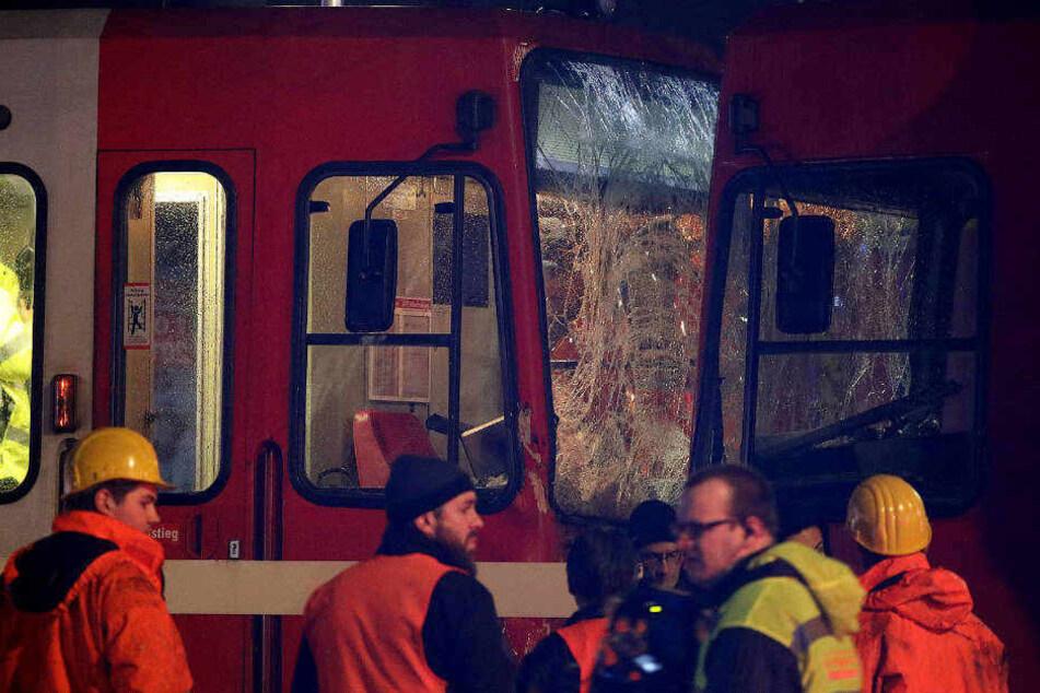 Der Unfall am Eifelwall, als am 15. März 2018 zwei Stadtbahnen miteinander kollidiert sind.