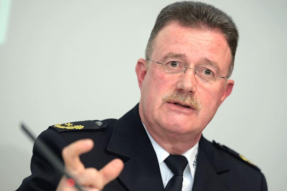 Der Leiter der Einsatzdirektion für den 1.Mai, Siegfried-Peter Wulff.