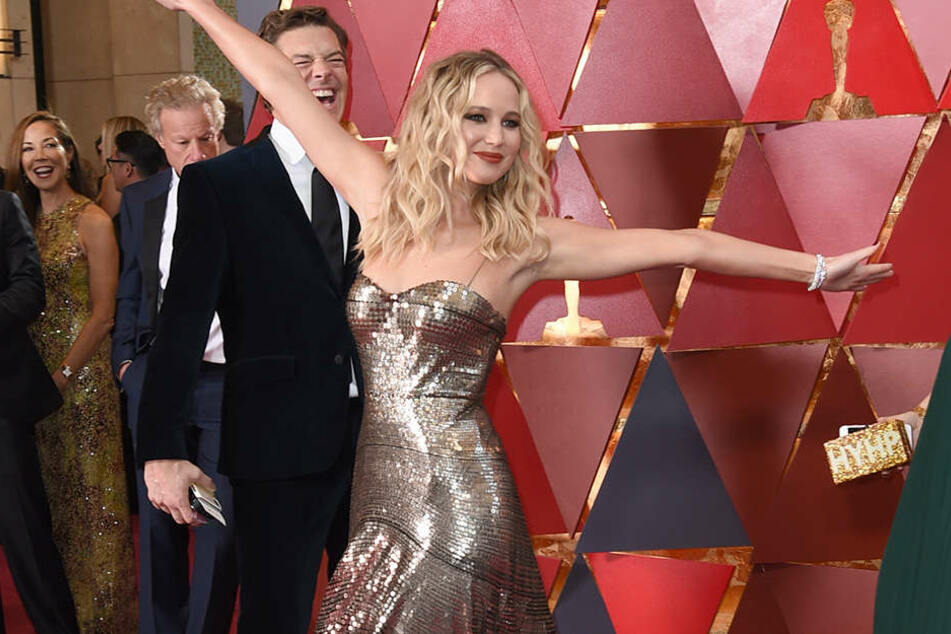Hat sich Kamilla Senjo bei ihrer Outfit-Wahl etwa vom diesjährigen Oscars-Outfit von Schauspielerin Jennifer Lawrence inspirieren lassen?