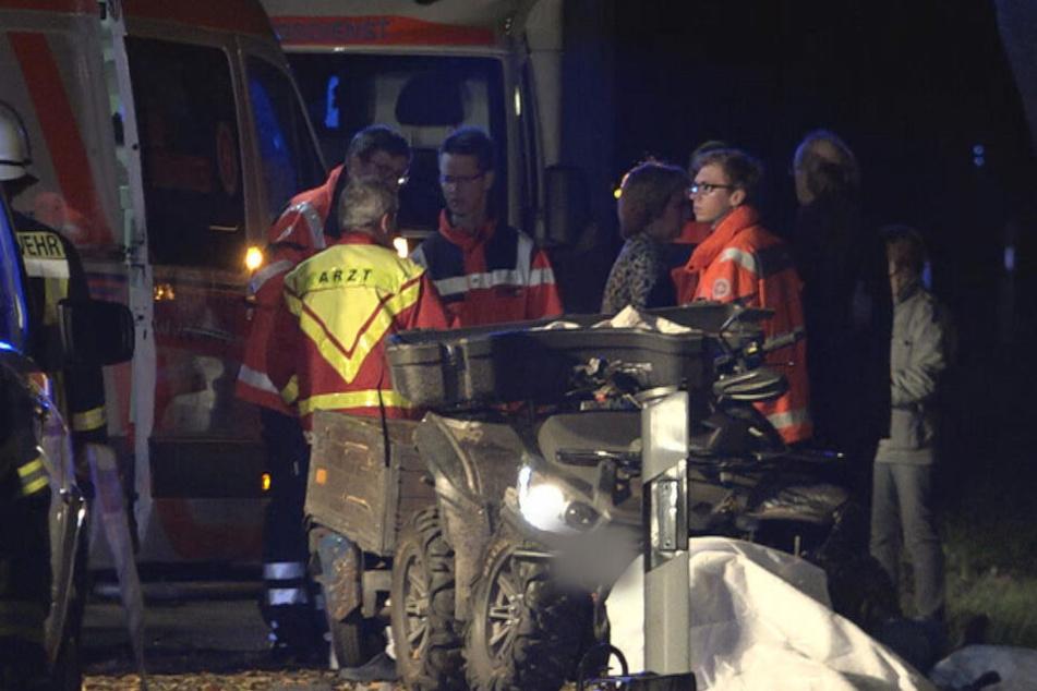 Die beiden Männer auf dem Quad starben beim Zusammenprall mit zwei Straßenbäumen.
