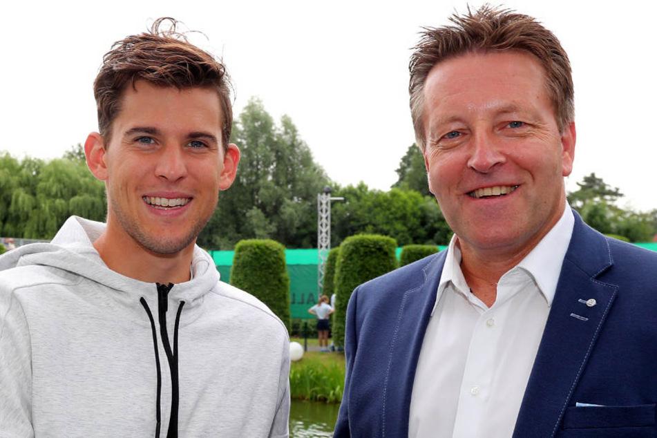 French Open-Finalist Dominic Thiem (links) ist in Halle (Westfalen) eingetroffen und wird von Turnierdirektor Ralf Weber im Gerry Weber Sportpark Hotel begrüßt.