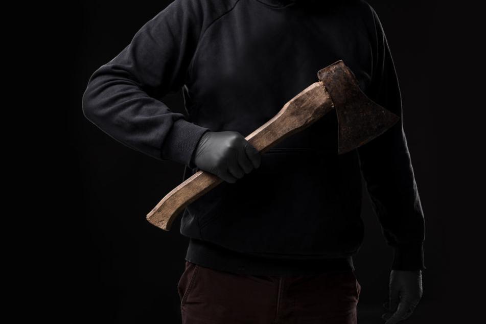Der Täter versetzte der Frau 39 Schläge mit deinem Beil (Symbolbild).