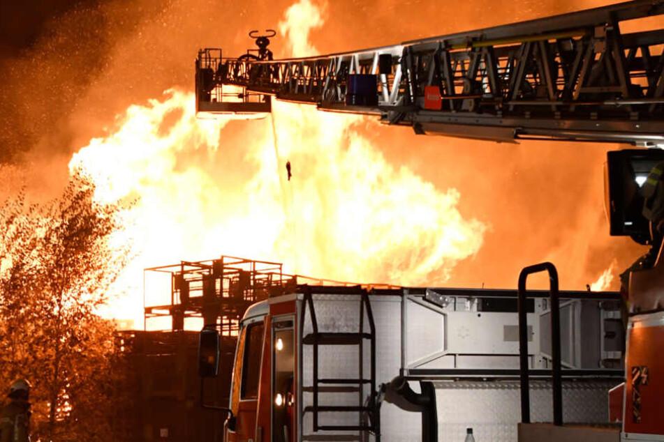 Die Ermittler schließen auch Brandstiftung nicht aus. (Symbolbild)