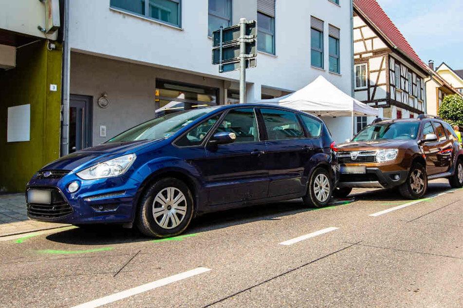 Dacia-Fahrer knallt in Ford und stirbt