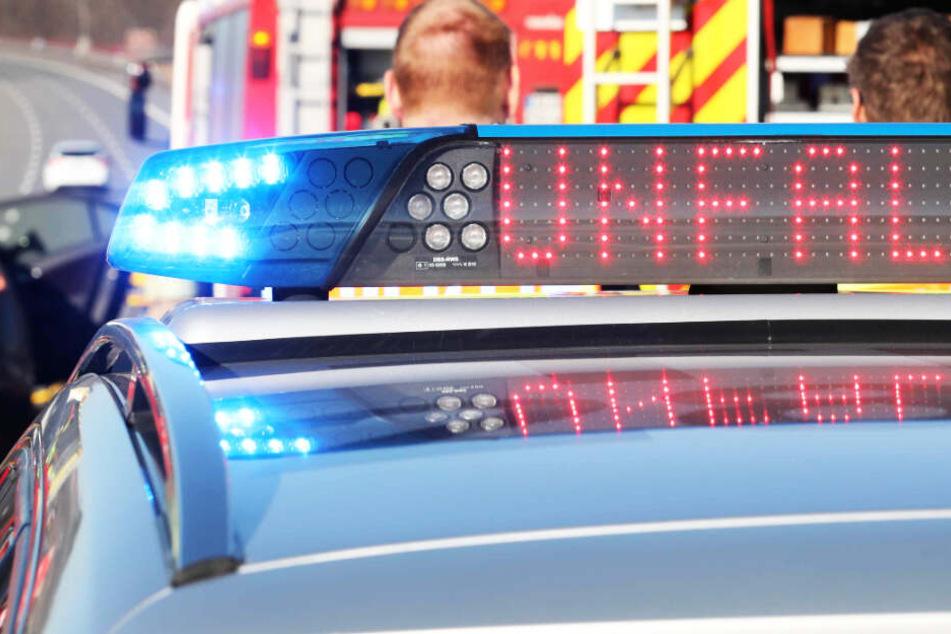 Crash mit zwei Schwerverletzten auf A9: Fahrer von Audi R8 flüchtet zu Fuß