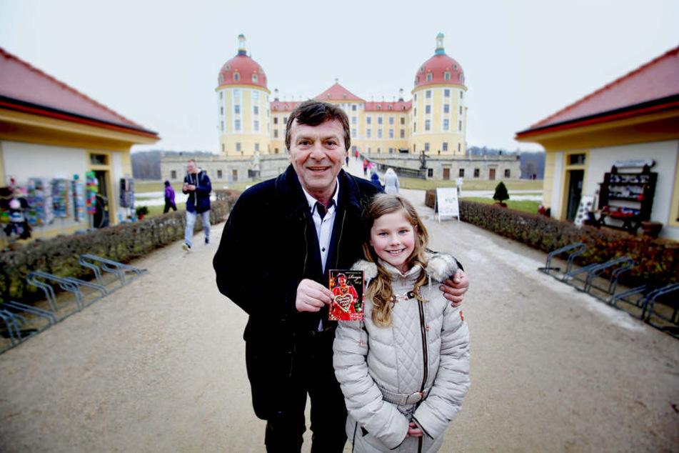 Der wohl berühmteste Märchenprinz der DDR, Pavel Travnicek (66), kehrte endlich zurück nach Moritzburg und traf auf Dresdens Pfefferkuchenprinzessin Ronja I. (9).