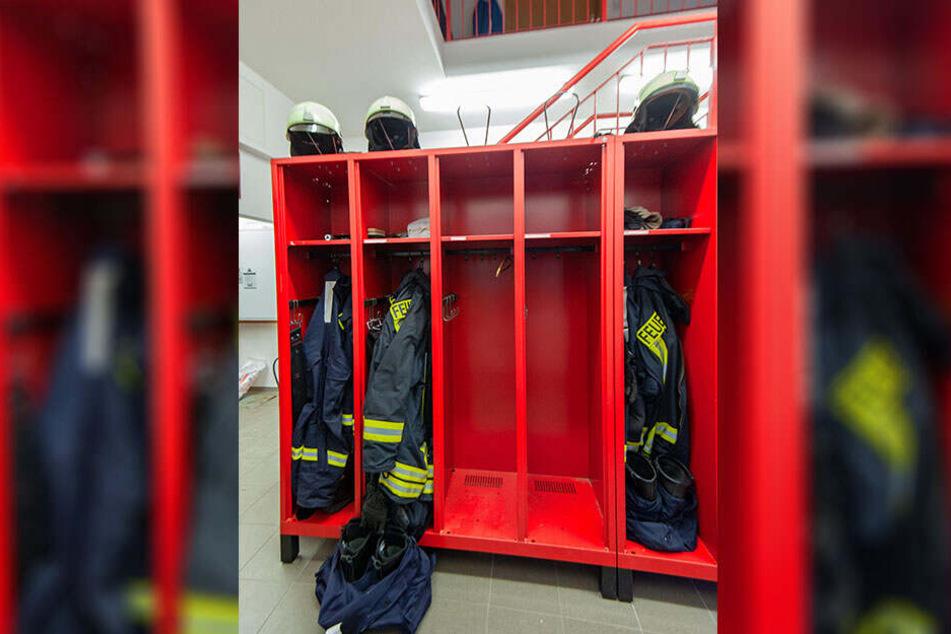 Leere Schränke im Depot: Nur noch 23 Feuerwehrleute gehören der Feuerwehr an. Die meisten erfüllen nicht mal die Mindestanforderungen.