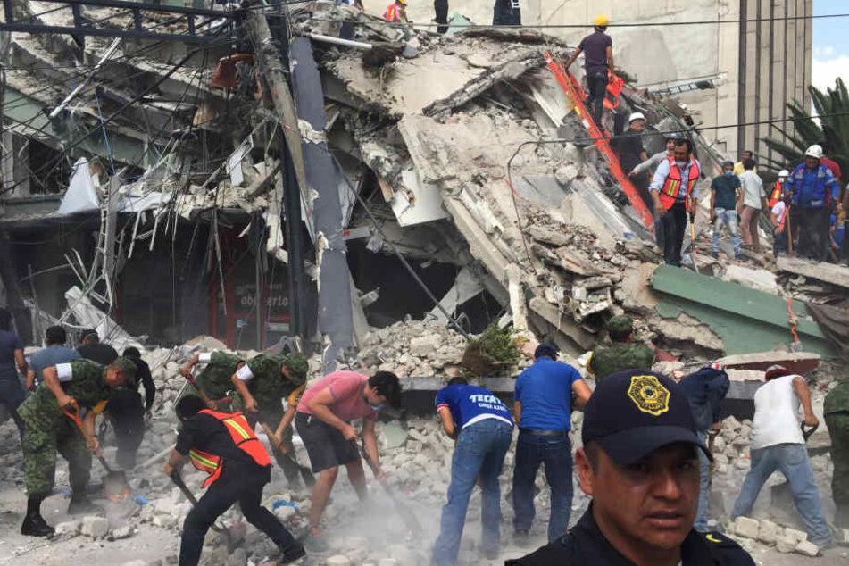 Genau am Jahrestag des schweren Erdbebens von 1985 ist die Millionenmetropole erneut von einem heftigen Beben erschüttert worden.