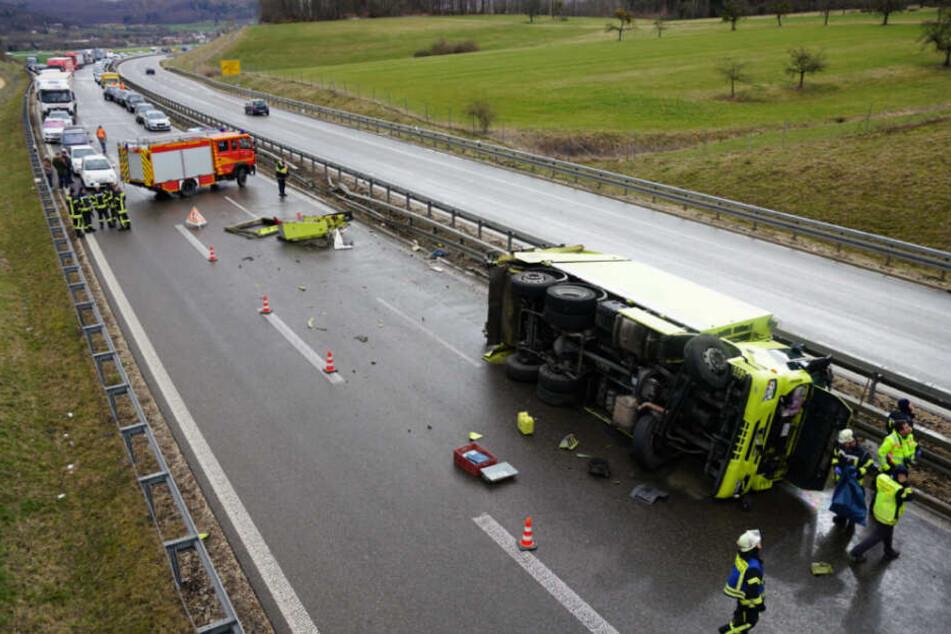 Die Bundesstraße 10 musste komplett in Richtung Stuttgart gesperrt werden.