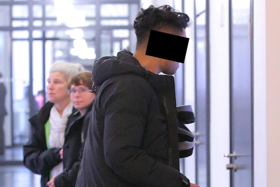 """Taha B. (28) wurde vom Gericht freigesprochen. In der Disko """"Blue Dance Club"""" hatte er an der Bar mit einem falschen Fuffziger bezahlt."""