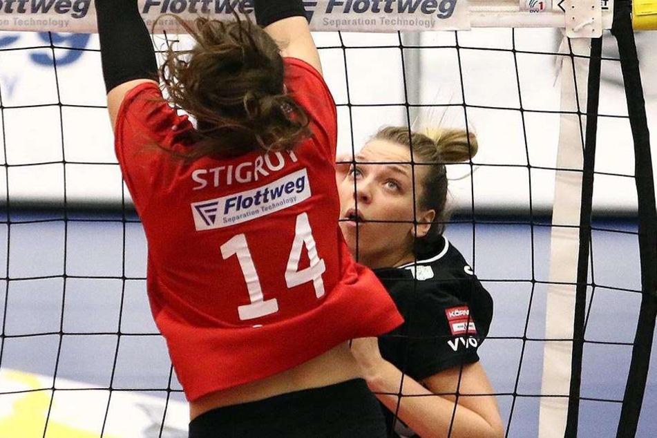 DSC-Pechvogel Katharina Schwabe, die  sich eine Kapselverletzung zuzog, im Angriff gegen Vilsbiburgs überragende Lena  Stigrot.