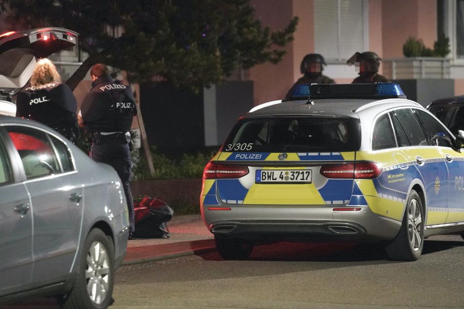 Mann bedroht Polizisten mit Messer: SEK rückt aus