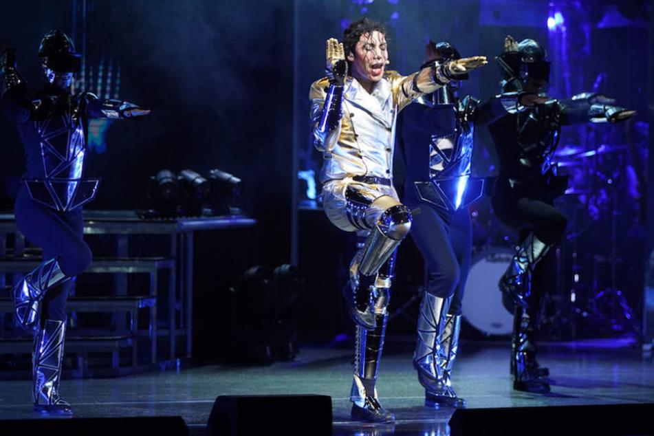 Dantanio Goodman als Michael Jackson auf der Bühne in seinem Element.