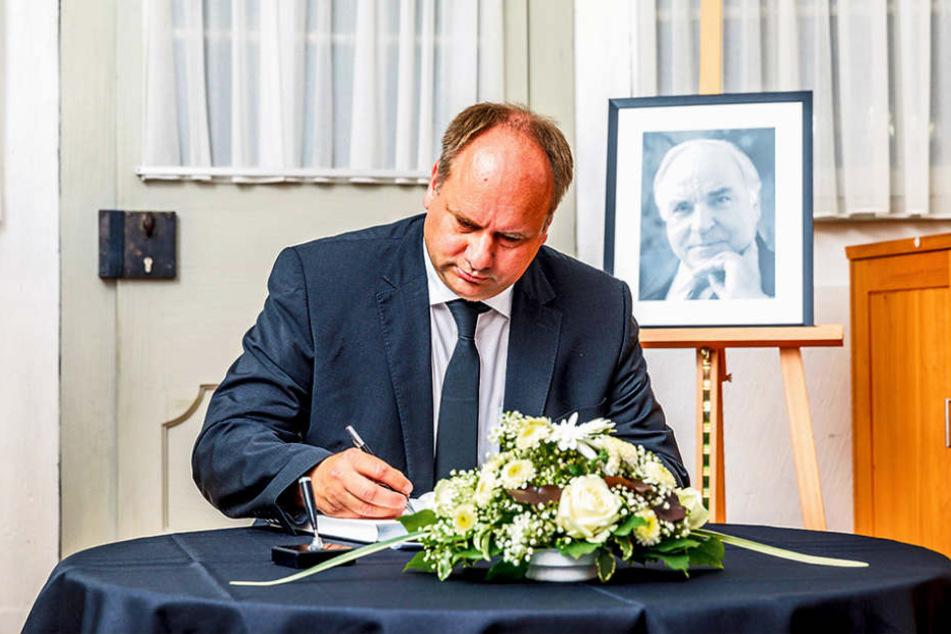 Dresdens Oberbürgermeister Dirk Hilbert (45) schrieb in das Kondolenzbuch für  Helmut Kohl (†87).