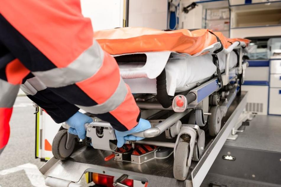 Der Rentner wurde bei dem Unfall schwer verletzt und musste ins Krankenhaus.