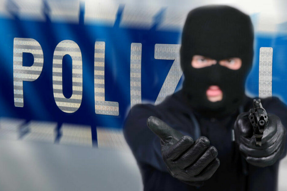 Schwerer Raub in Leverkusen: Mann überfällt Tankstelle mit Pistole