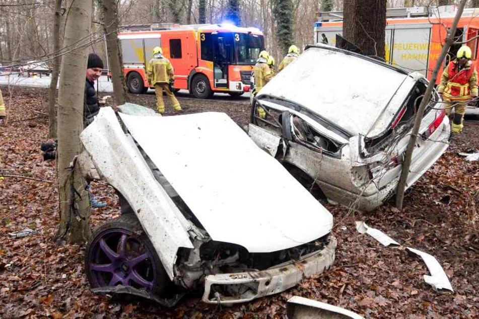 Toter bei Horror-Crash auf Schnellstraße: Auto in zwei Teile gerissen